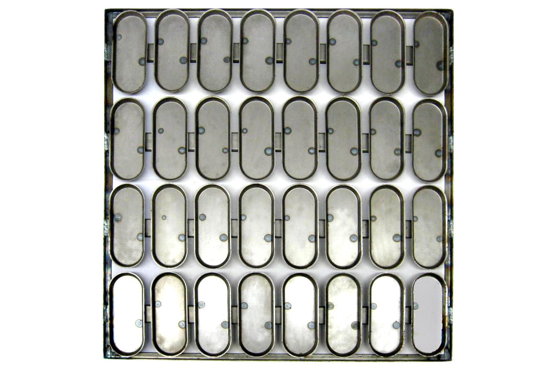 Сборка форм  32 ШО 20. Габаритные размеры листа: 610х620 мм.  Основание – каркас из  гнутого уголка с усилением.