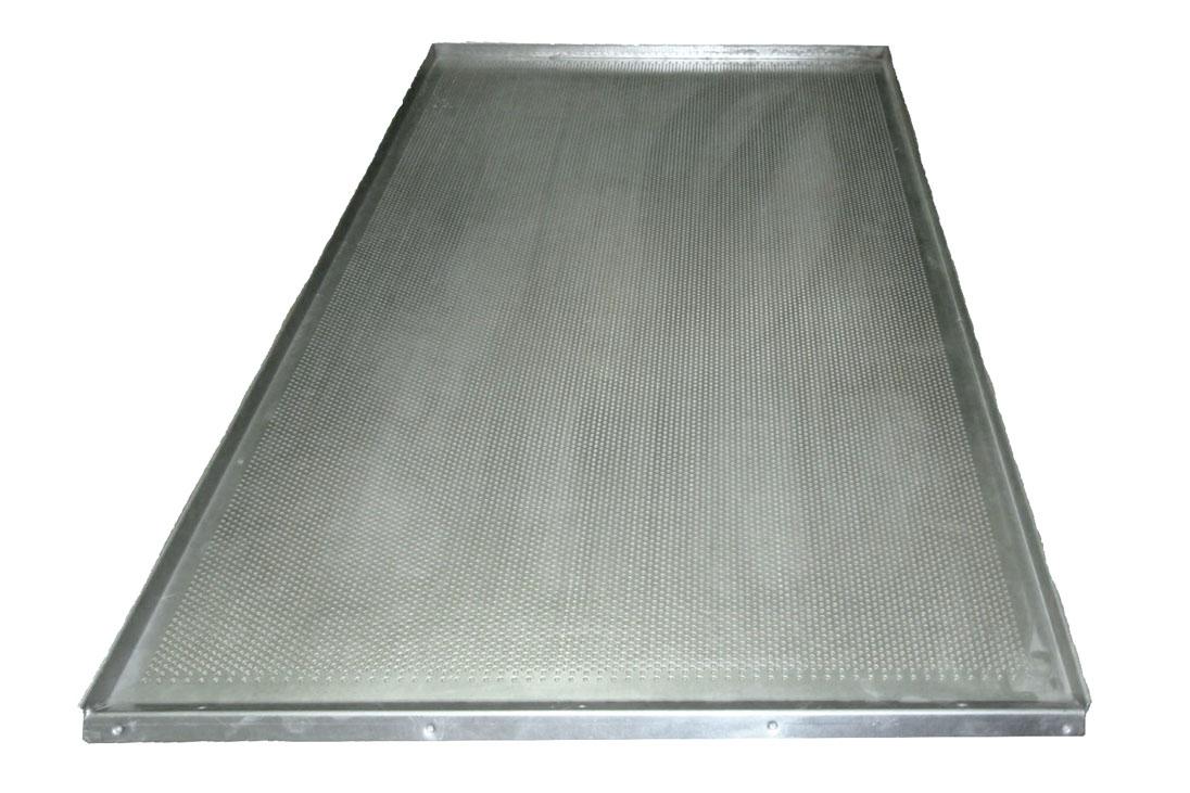 Лист плоский перфорированный алюминиевый, 4 борта высотой  20 мм, размеры листа 580х980 мм; ЛПП- 3А- 580х980х20